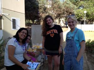 Volunteers in Israel with Yahel and Host Mamas